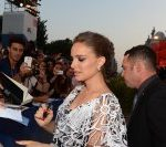 Natalie Portman illumina il Lido con